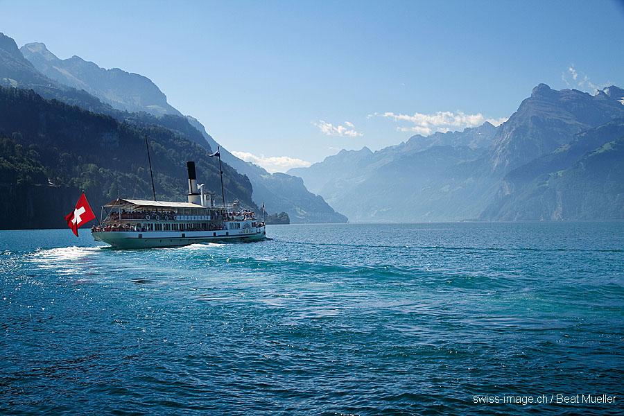 Svycarsko Vierwaldstaettersee - lod