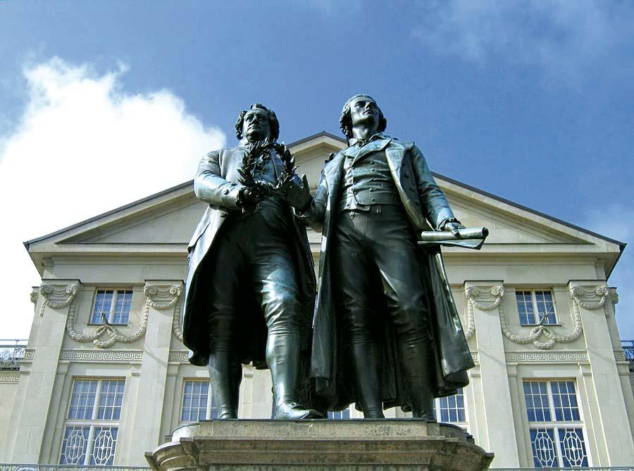Deutsches Nationaltheater a pomník Goetheho a Schillera, Výmar, Německo
