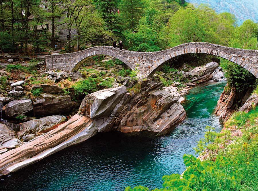 Ponte dei Salti na řece Verzasca, Švýcarsko
