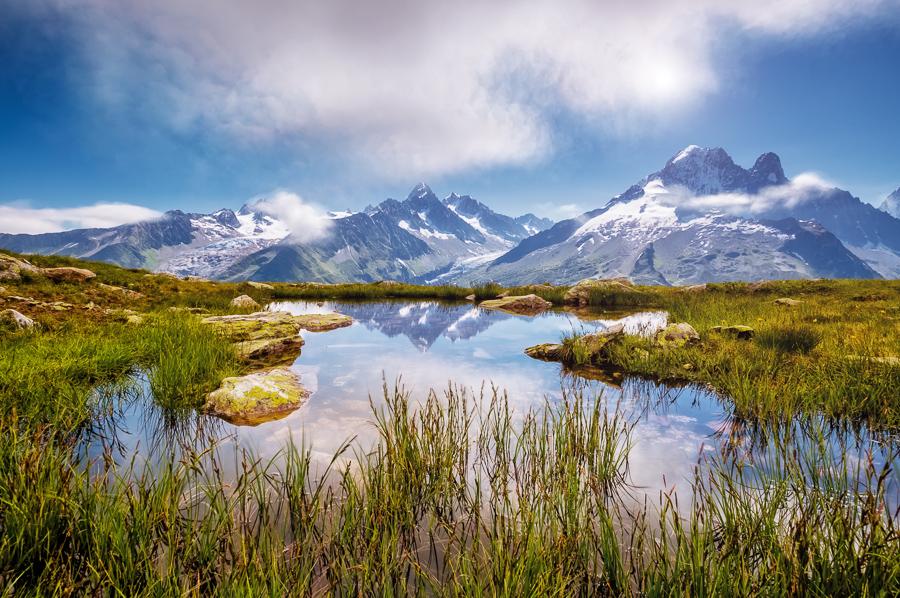 Francie Mont Blanc glacier with Lac Blanc