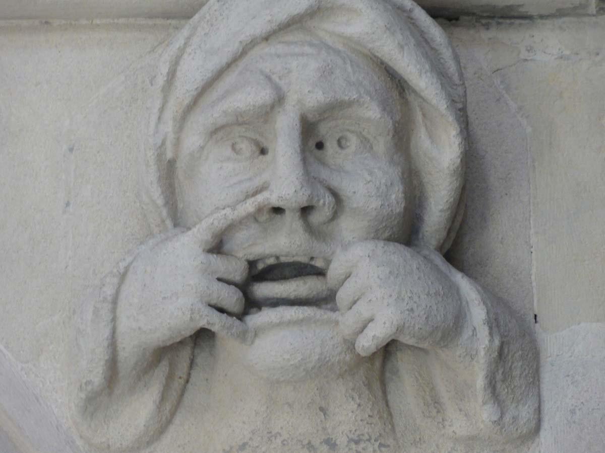 Temple churh - groteskní tvář uvnitř chrámu, Londýn, Anglie