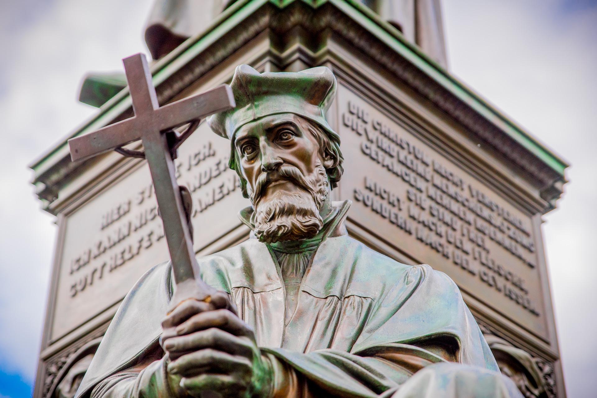 Německo Worms, socha Jana Husa na památníku Martina Luthera