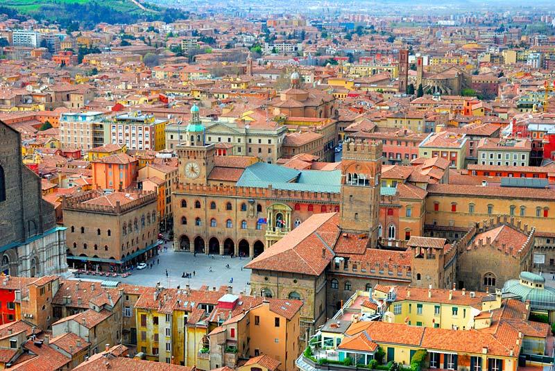 Náměstí v Bologně, Itálie