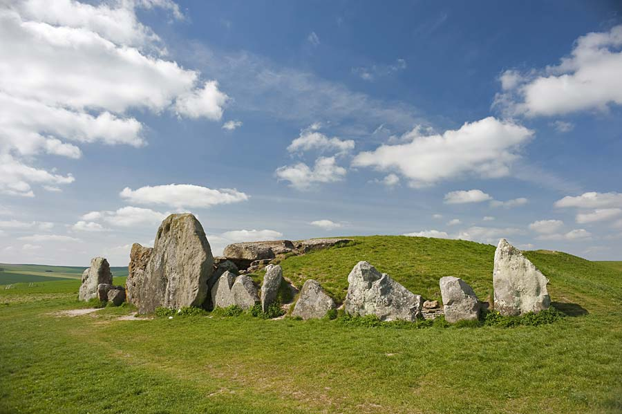 West Kennet Long Barrow, Anglie