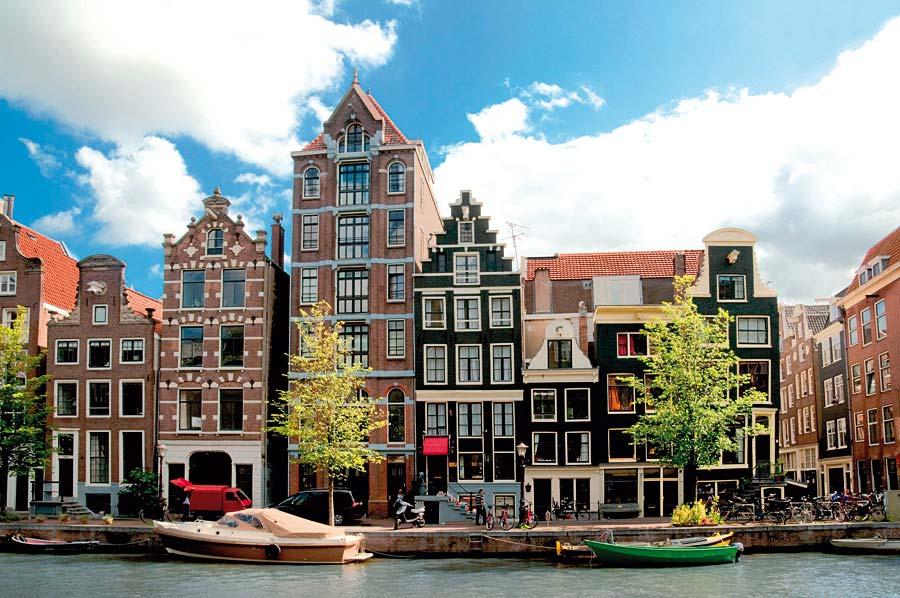 Domy na kanálech, Amsterdam, Nizozemsko