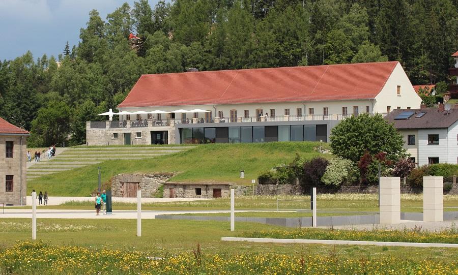 Nemecko Flossenburg, Bildungszentrum.jpg