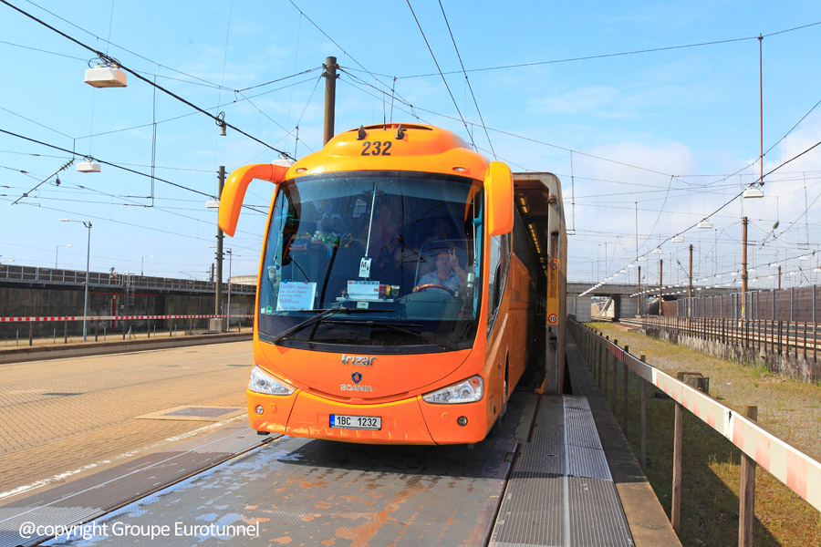 Anglie-Francie, Eurotunnel, autobus.jpg