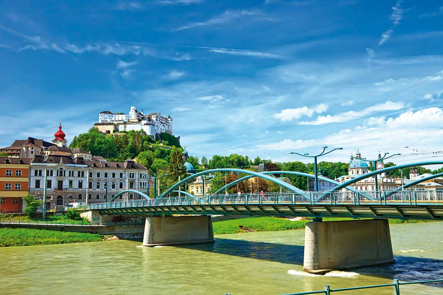 řeka Salzach a Hohensalzburg, Salzburg, Rakousko