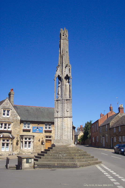 Anglie Geddington, Eleanor cross