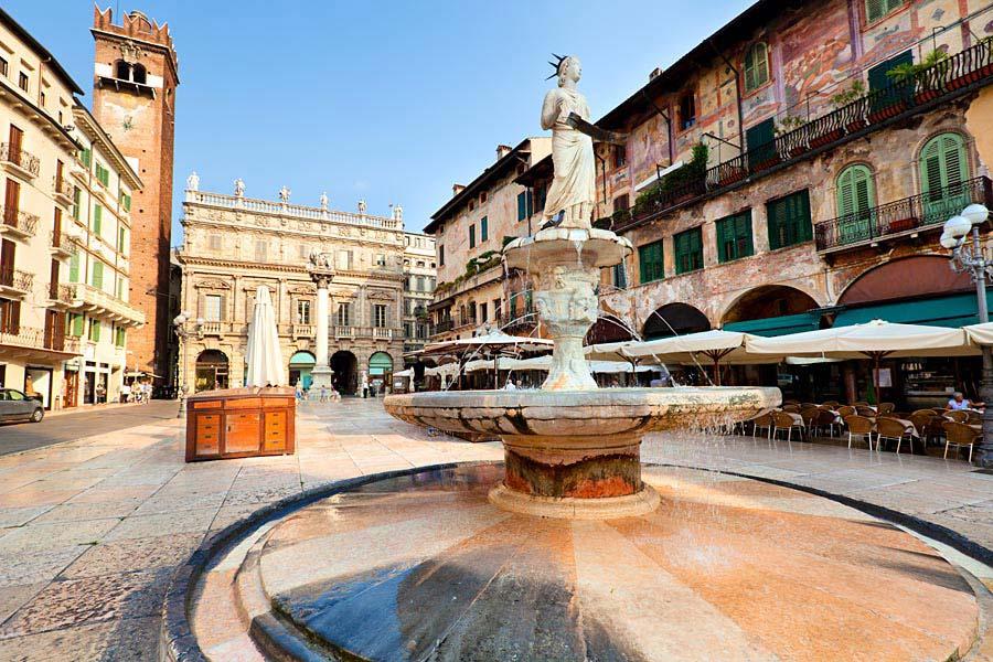 Piazza delle Erbe, Verona, Itálie