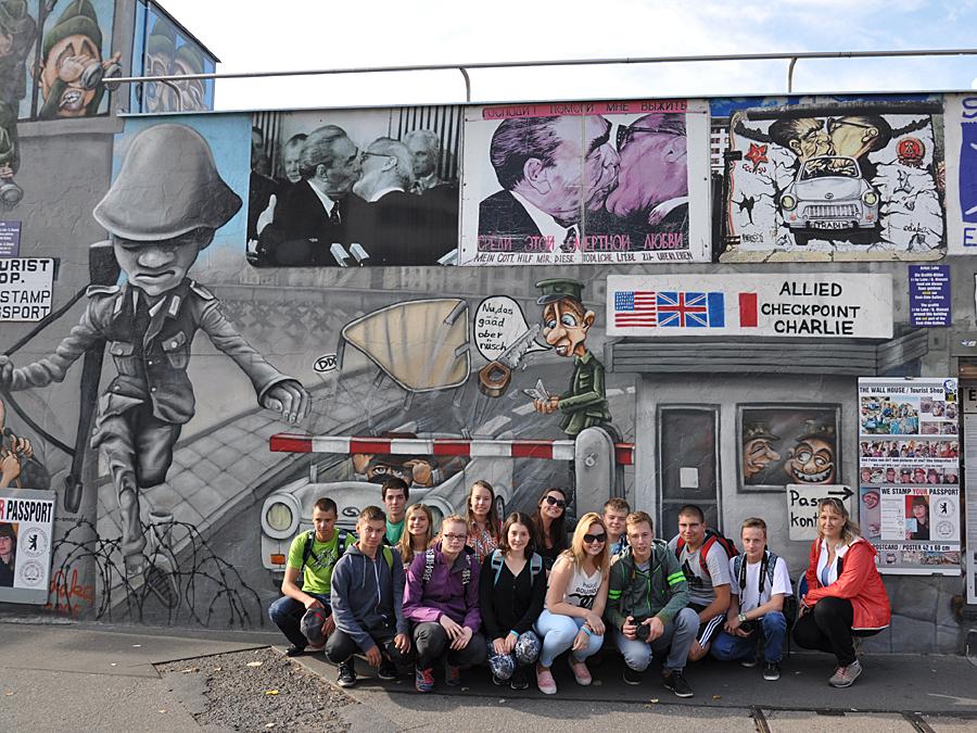 15 G Rakovník - Berlín, Berlínská zeď